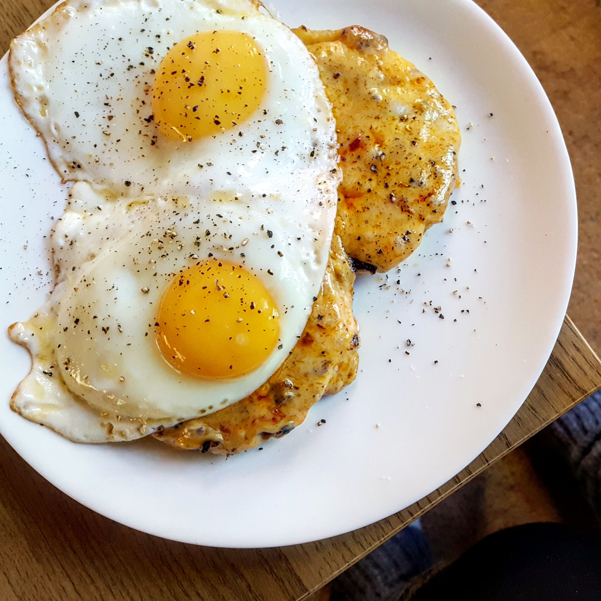 Chilli Cheese Toast with fried eggs, recipe, vegetarian