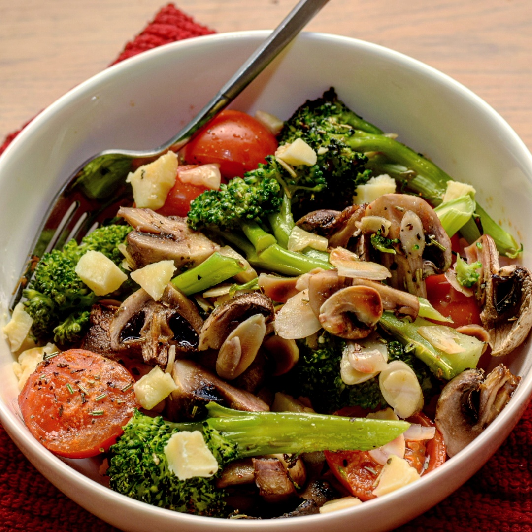 Warm broccoli, mushroom and tomato salad, vegetarian recipe