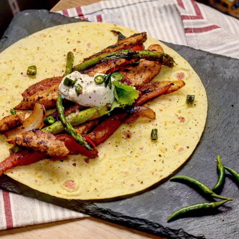 Chicekn fajitas with creamy black pepper cheese