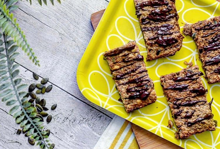 Recipe|| Spiced Nutty Banana Oat Bars with Dark Chocolate