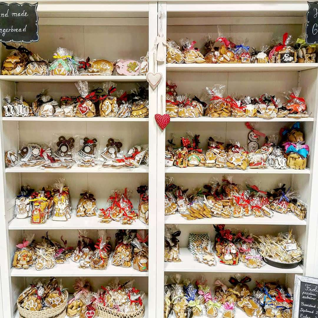 Pernickuv Sen shelves filled with gingerbread